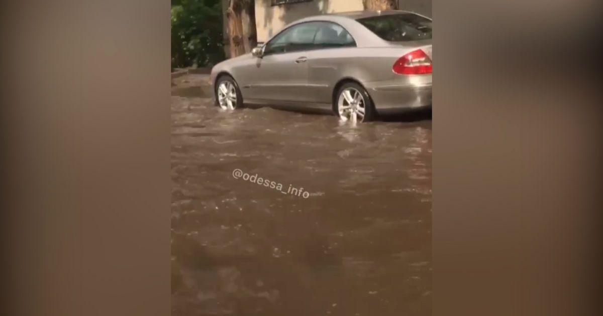 В Одессе из-за дождя произошел потоп