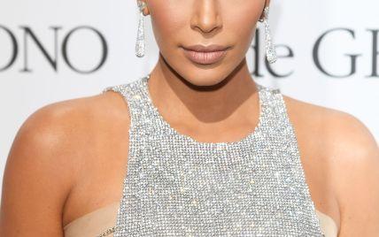 Новое селфи: Ким Кардашьян похвасталась стройными ногами