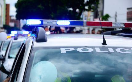 Живой щит: в Бразилии грабители банка привязали заложников к машинам для побега от полиции
