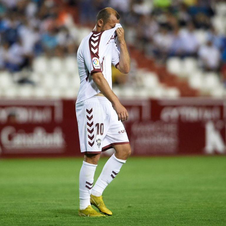 Футбольний сезон в Іспанії поновиться матчем, який перервали через цькування українця