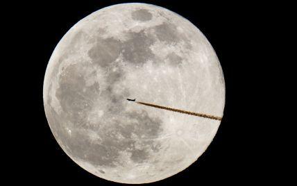 Вчені пропонують створити на Місяці банк сперми на випадок загибелі Землі