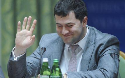 Мінування, сварки та акції протесту. Дивіться онлайн засідання суду у справі Насірова