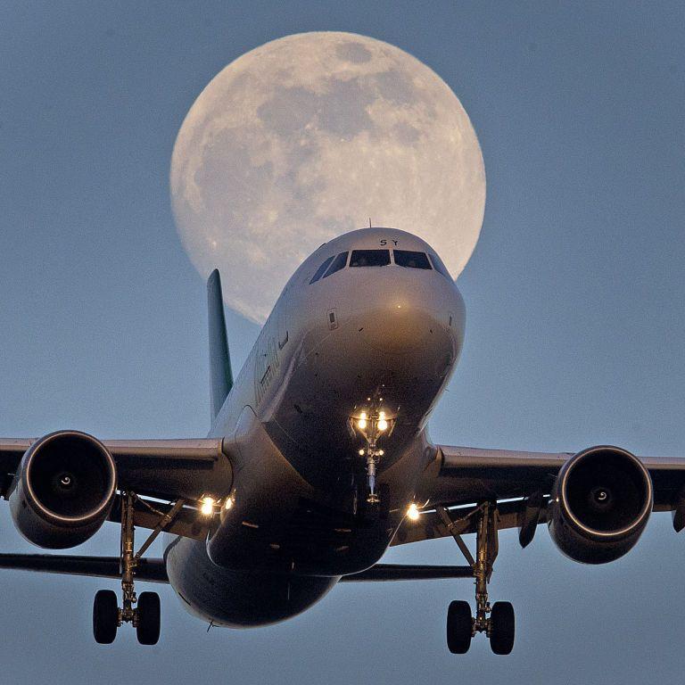 Екзотичний рейс: австралійська авіакомпанія починає продаж квитків на політ до Супермісяця
