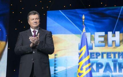 После часа совещаний допрос Януковича таки перенесли