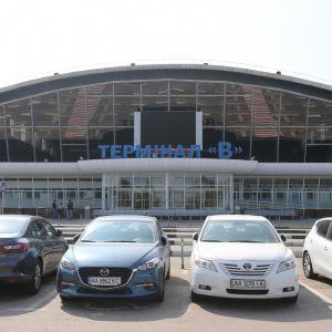 """Украинцы путешествуют, несмотря на карантин: в аэропорту """"Борисполь"""" увеличился пассажиропоток"""