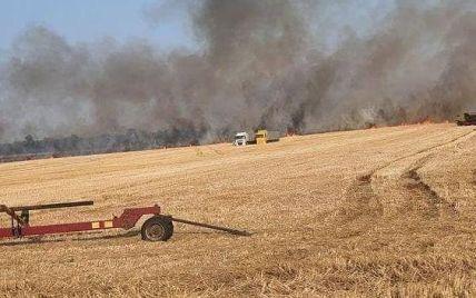 Поблизу Кременчука запалили стерню: вогонь наближається до людських осель