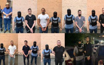 Били та не гребували речами: у Києві росіянин зібрав банду, яка обчистила 150 іноземців