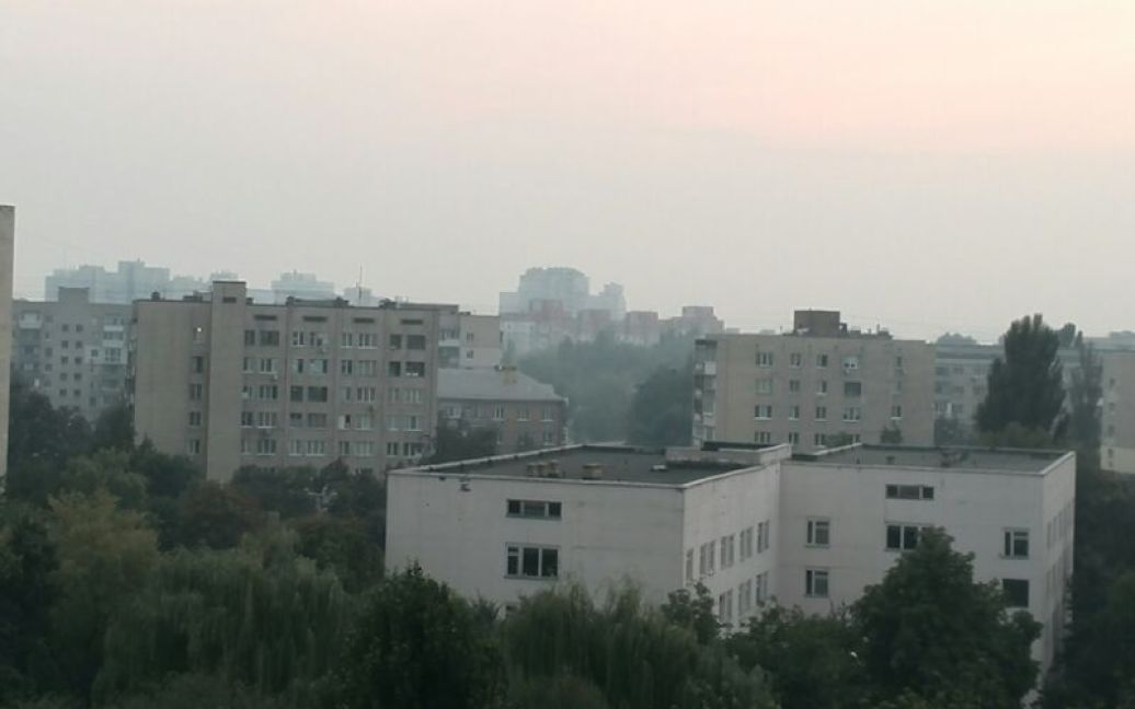 Уберечься от дыма спасатели посоветовали закрытыми окнами и кондиционерами вімкнутими / © ТСН.ua