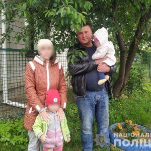 Спала із маленькими дітьми у парку на лавці: у Вінницькій області мати втекла з дому, щоб жити при церкві