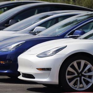 Автопилоты Tesla попали под расследование специалистов: названа причина