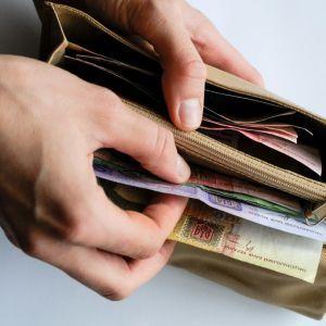 Протягом року середня зарплата в Україні зросте майже на тисячу гривень – Шмигаль