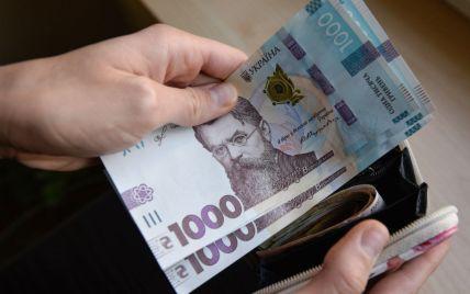В Госстате сообщили о росте за год средней зарплаты украинцев: какой ее размер