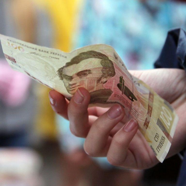 Госстат сообщил о росте средней зарплаты украинцев за год
