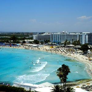 Кипр ужесточит условия въезда для невакцинированных украинцев: как пересечь границу