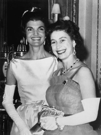 Жаклин Кеннеди и королева Елизавета II / © Getty Images