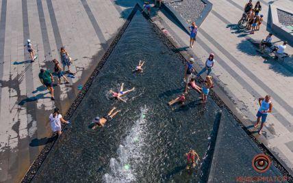 Гибель 4-летнего мальчика после падения в фонтане в Днепре: как выглядит опасное развлечение