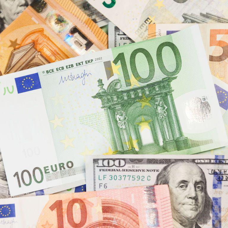 Курс валют на 12 травня: скільки коштують долар і євро