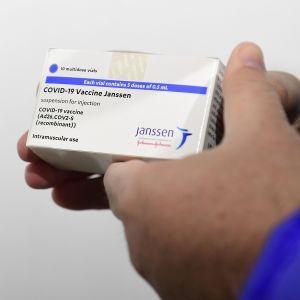 У США експерти пропонують відновити застосування вакцини від коронавируса Johnson & Johnson: названа причина