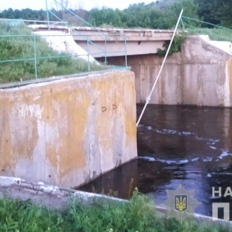 Поехали кататься на велосипедах: под Харьковом в водоеме нашли тела двоих подростков