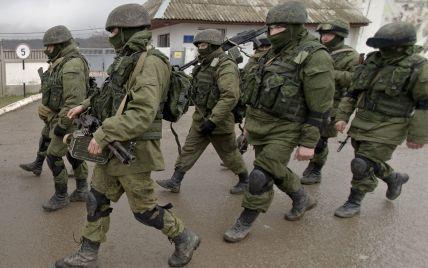 На границе с Украиной остаются 80 тысяч российских военных — NYT