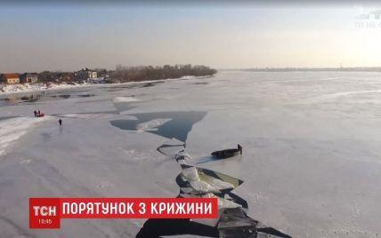 У Києві поліцейський ризикнув життям і витяг з-під криги дідуся