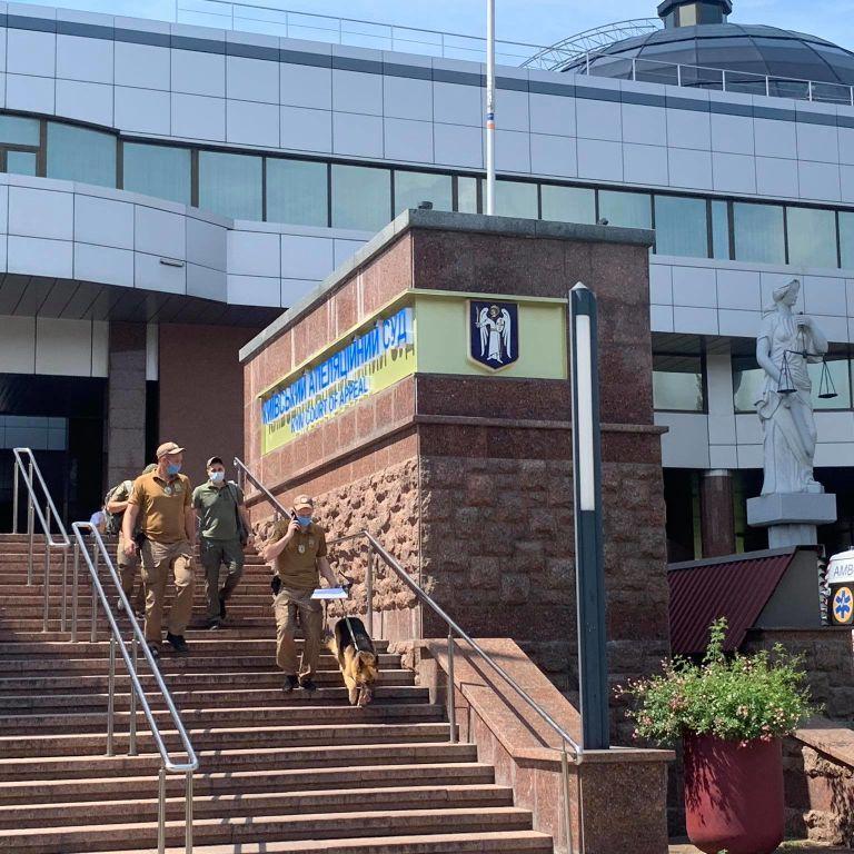 Зґвалтування у Кагарлику: Апеляційний суд відкинув скарги підозрюваних копів і залишив їх під вартою