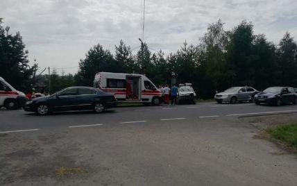 Під Львовом у ДТП потрапив автомобіль поліції: постраждало четверо людей (фото)