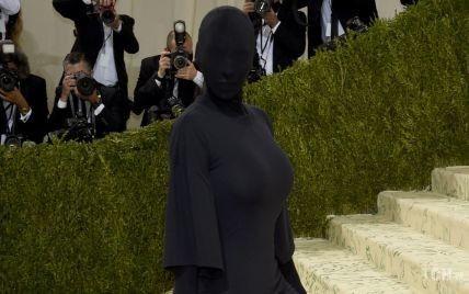 Задает новый тренд: Ким Кардашьян показала самый необычный образ на Met Gala 2021