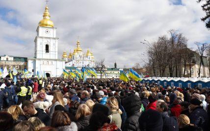 Під час зустрічі Порошенка з виборцями у центрі Києва сталася сутичка