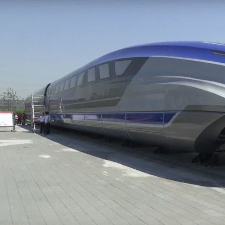 В Китаї презентували найшвидший у світі потяг