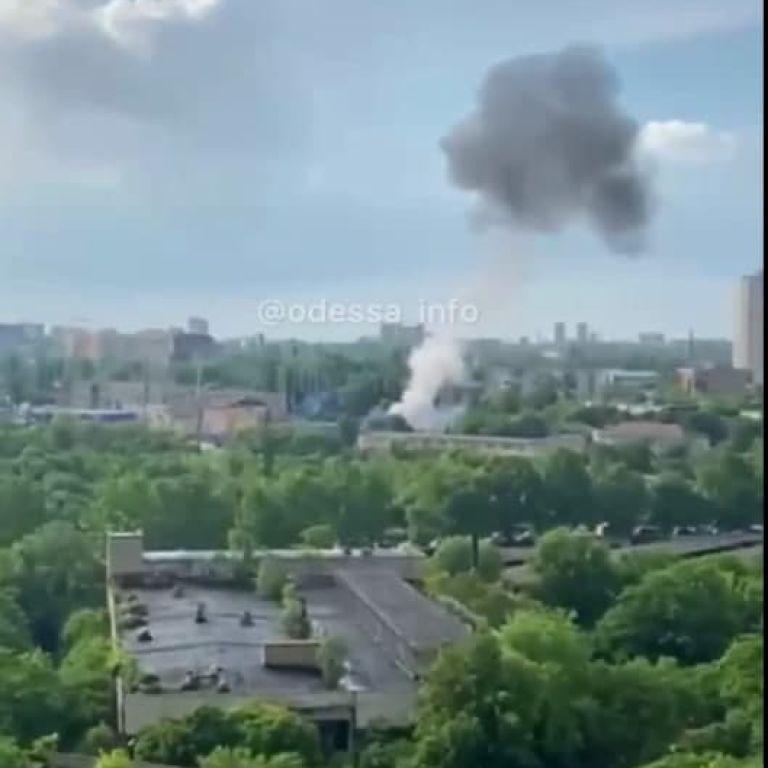 В Одессе на электроподстанции произошел взрыв: без света и воды остались 3 района