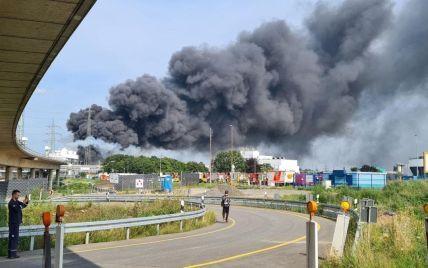 У Німеччині прогримів потужний вибух: величезна хмара диму здійнялася у повітря (фото, відео)