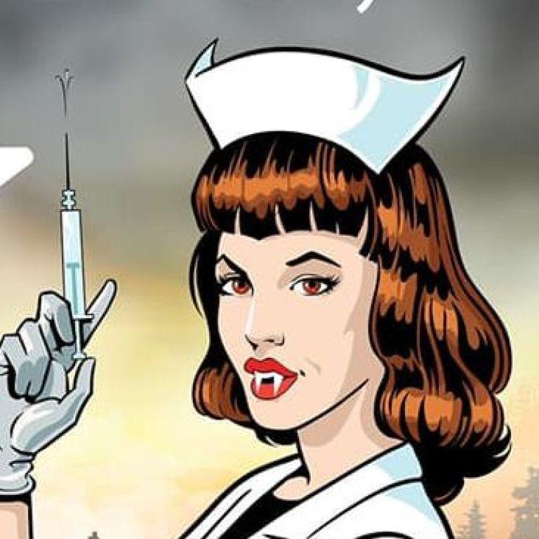 """В замке Дракулы открыли пункт вакцинации: прививают """"врачи-вампиры"""""""
