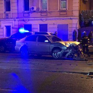 У Харкові сталася серйозна ДТП за участю таксі: потерпілих діставали рятувальники