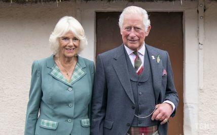 Стильные и улыбчивые: Камилла и Чарльз очаровали образами во время публичного выхода