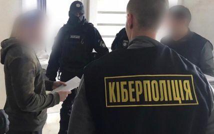 Кіберполіція затримала українського хакера, який втручався у роботу іноземних банків та викрадав гроші