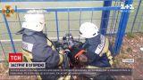 Новини України: в Сумській області рятувальники звільняли школяра, який застряг у огорожі