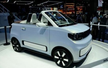 Китайці вивели на випробування електричний кабріолет за 4,5 тисячі доларів