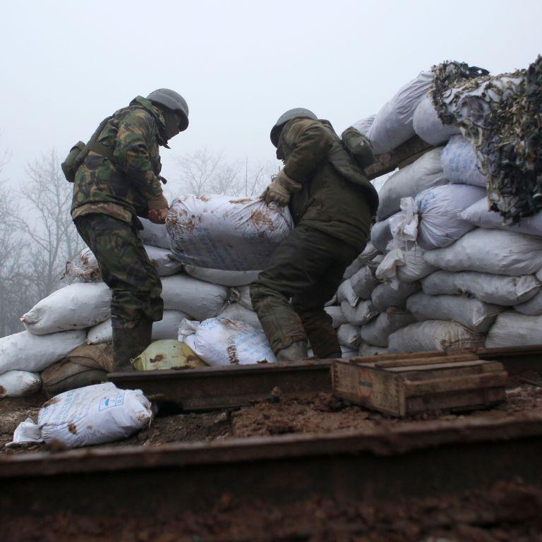 За прошедшие сутки боевики 19 раз нарушили режим тишины,  двое военных ранены — ООС