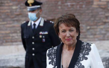 С декольте и в жакете с кружевом: министр культуры Франции на саммите в Риме