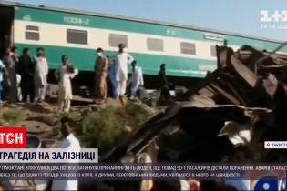 Новости мира: в Пакистане перевернулись 14 вагонов, из них 8 почти полностью разрушены