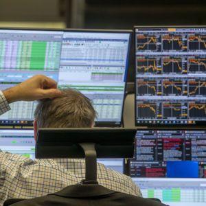 Обвали на фондових біржах, бізнес та нафта: що відбувається з економікою США