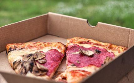 """У США кур'єр """"помстився"""" клієнту, який не залишив чайових, і з'їв його піцу"""