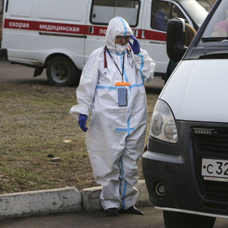 """Штам """"Дельта"""" атакує Росію: у Москві і Петербурзі другий день поспіль фіксують рекордну кількість смертей"""