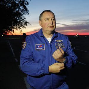 """""""Будь-куди, тільки не на РФ"""": в Роскосмосі назвали свою версію, куди може впасти гігантська китайська ракета"""