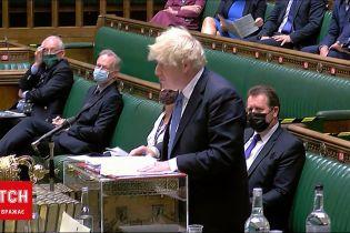 Новини світу: у Британії скасували карантин, а Борис Джонсон пішов на самоізоляцію