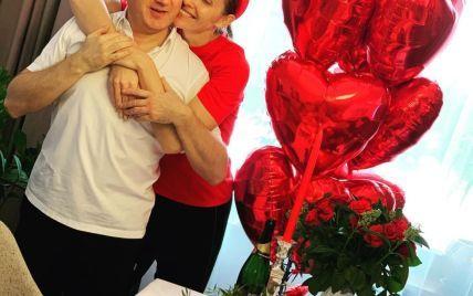 Червоні кулі і шампанське: Горбунов показав, чим на День закоханих дивував Осадчу