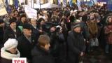 Під Верховною Радою зібралося близько тисячі мітингарів-бюджетників