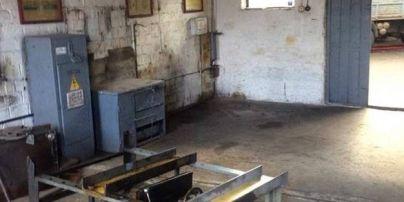 У Києві чоловіка на смерть придавило металевою конструкцією