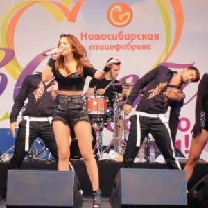 Ані Лорак заспівала на вечірці Новосибірської птахофабрики у Росії